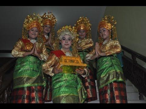 Tari Persembahan - Hakema Pdd.ekonomi Fkip Universitas Riau Angkatan. 2013 video