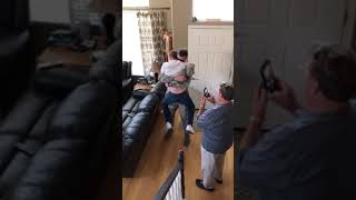 Solider Surprises Little Brother Brother With Homecoming - 993413