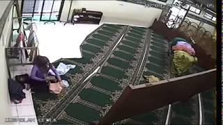 Naag Samaysay Tuugo Xarfadaysan Masaajid Dhexdii Oo La qabtay.