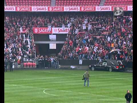 Adeus Eusébio: Urna de Eusébio dá a volta ao estádio da Luz