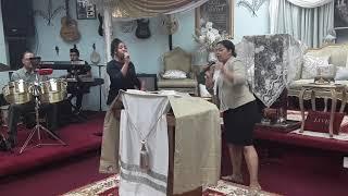 Medley de Adoración by Genesis Jimenez and Mary Jimenez. Casa del Alfarero (6-2-18)