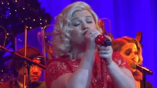 Kelly Clarkson 39 S Miracle On Broadway 34 My Favorite Things 34