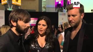 R Kelly On Gaga Collaboration Lady Antebellum Joan Jett Talk Awards Shows At Ama Arrivals