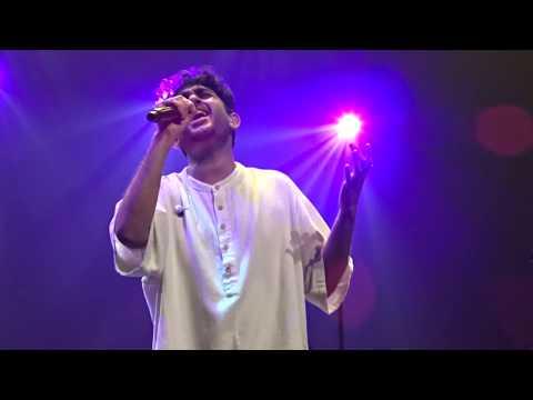 Download Lagu  Vennilave vennilave-VERA LEVEL SINGING By Sid!-Sid Sriram Live in Singapore 2018 Mp3 Free
