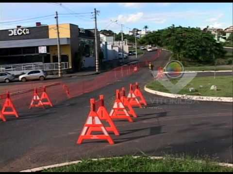 Parte da Avenida Minas Gerais é interditada por uma falha na cabeceira do córrego brejo alegre