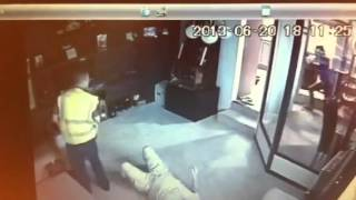 Gold dealer attacked with stun-gun