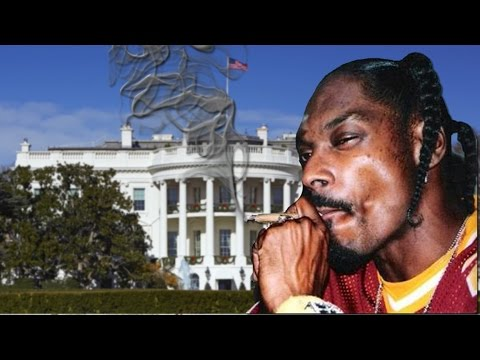 Snoop Dogg Smokes Weed In the White House?!