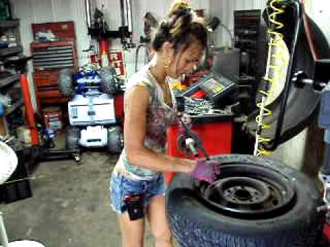 how to change a car tyre without a machine