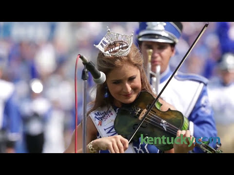 Miss Kentucky performs National Anthem