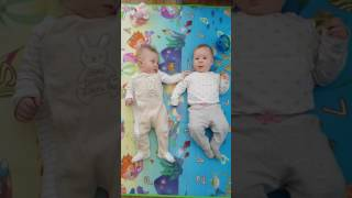 Funny!!! 4 months old girls play together