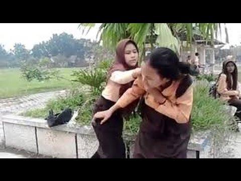 Berita 11 September 2015 - VIDEO Penganiayaan Siswi SMPN 4 Binjai Bikin Geger Facebook