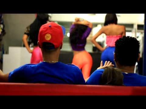 La Nueva Escuela ( LNE ) - Ella Me Mira y Yo La Miro | Video Oficial