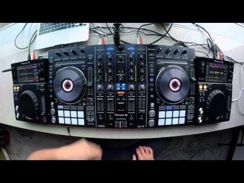 DJ Ravine's stupidly quick DDJ-RX vs XDJ-700 mix