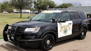 Cảnh sát chặn xe, tặng tài xế $100, rồi chúc mừng Giáng Sinh