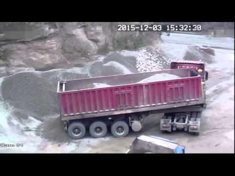 Чудовищная Смерть водителя грузовика попала на видео