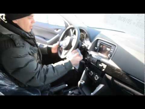 Запуск холодного двигателя Mazda CX-5, стоящего на складе новых авто