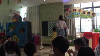 Draughts lesson for 4 and 5 year old children in Kindergarten - Wuhan, China part 1