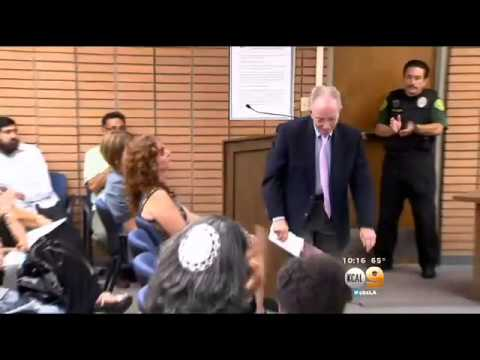 Rabbi Addresses Rialto School Board Over Controversial Holocaust Assignment