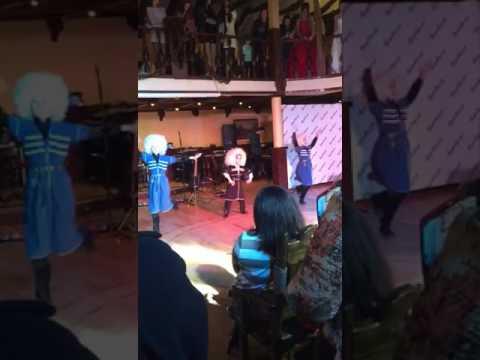 Как Они танцуют лезгинку!!!!