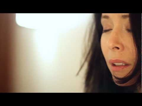 Nerina Pallot - Love Is An Unmade Bed (The Holy Moly Sessions)