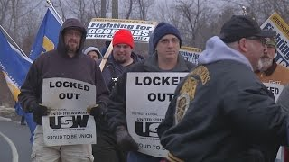 Steelworkers locked out by ATI rally to go back to work