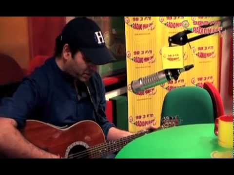Mohit Chauhan sings Tumse Hi from Jab We Met on Radio Mirchi...