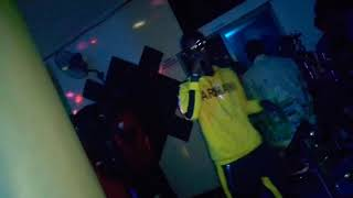 Watch as Immunizer shuts down this club with his mad into(FREESTYLE)