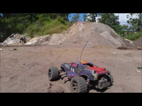 Traxxas Nitro Rustler 2 5R Fun in the Dirt