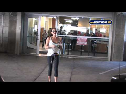 Jasmine Waltz... Waltzes In & Out Of 24 Hour Gym