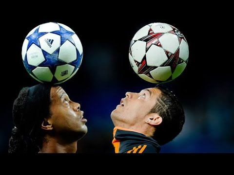 Cristiano Ronaldo vs Ronaldinho ● Freestyle ● Crazy Tricks