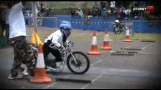 Kasian nih cewek - Drag race.FLV
