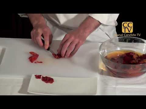 Extraer la carne de ñoras y pimientos choriceros