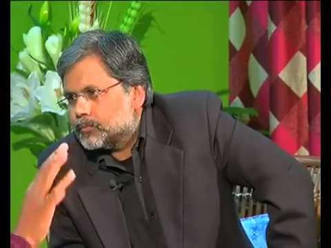 kejriwal exposed along with Aaj Tak news anchor Punya Prasun Bajpai'