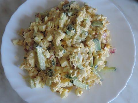 Пикантный салат с куриной грудкой.