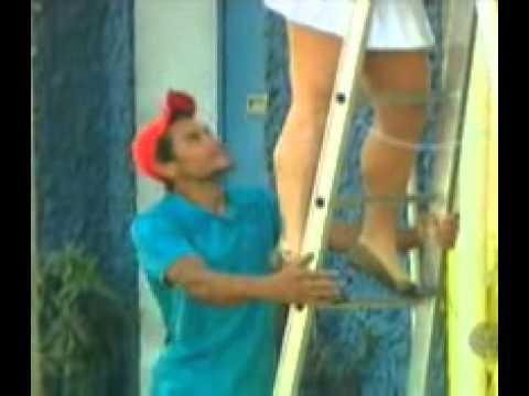 Pegadinha Mulher Sobe Em Escada De Saia Curta