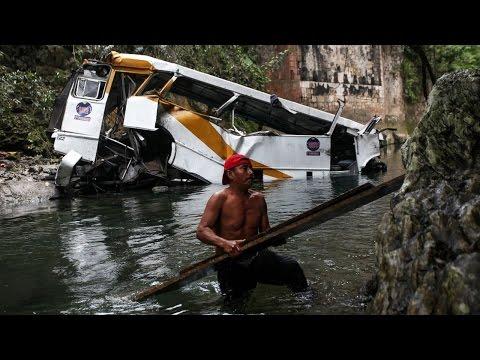 Mexico Bus Crash | 20 Dead in Bus Crash in Southern Mexico