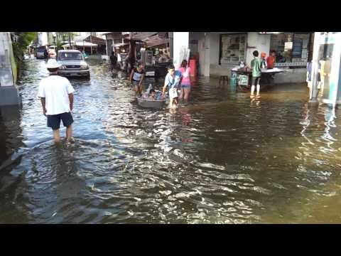 Bangkok Floods – October 28 Khrung Thon Bridge