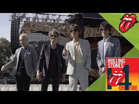 Can't You Hear Me Knocking - The Rolling Stones check out the Adelaide Oval