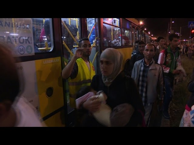 Hungary buses first migrants to Austrian border