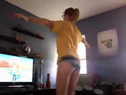 Why every guy should buy their girlfriend Wii Fit. Video