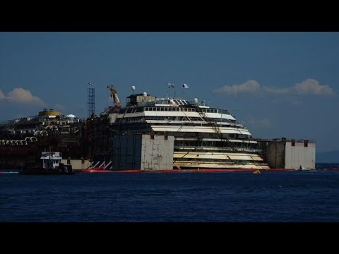 Operation to refloat Costa Concordia enters third day