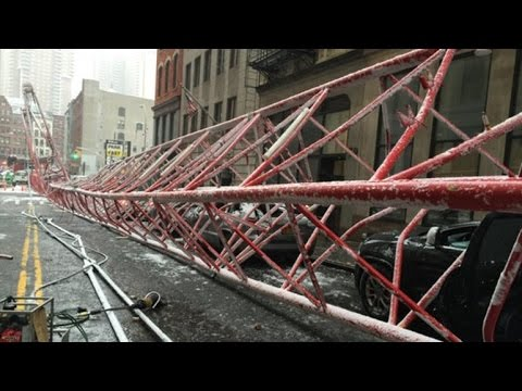 This is the scene in Manhattan the fall of a mobile crane in New York
