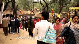 video Surajkundmela is an enchanting handloom and handicraft fair held every year at Surajkund in the vicinity of New Delhi. It gives opportunity to artists and sk...