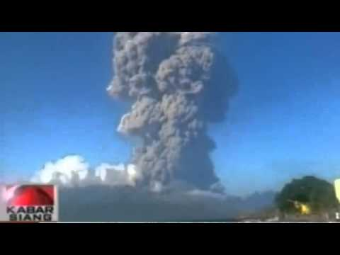 Indonesian volcano erupts causing travel chaos for Australia video