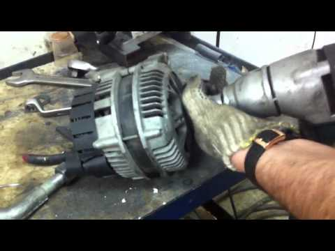 Видео как снять шкив с генератора