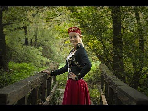 Magyar Rózsa - Összetört A Szívem (official Video 2017)