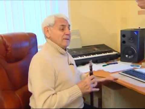 Дживан Гаспарян играет на дудуке