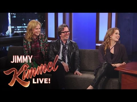 Matt Damon Interviews Gary Oldman, Amy Adams And Nicole Kidman video