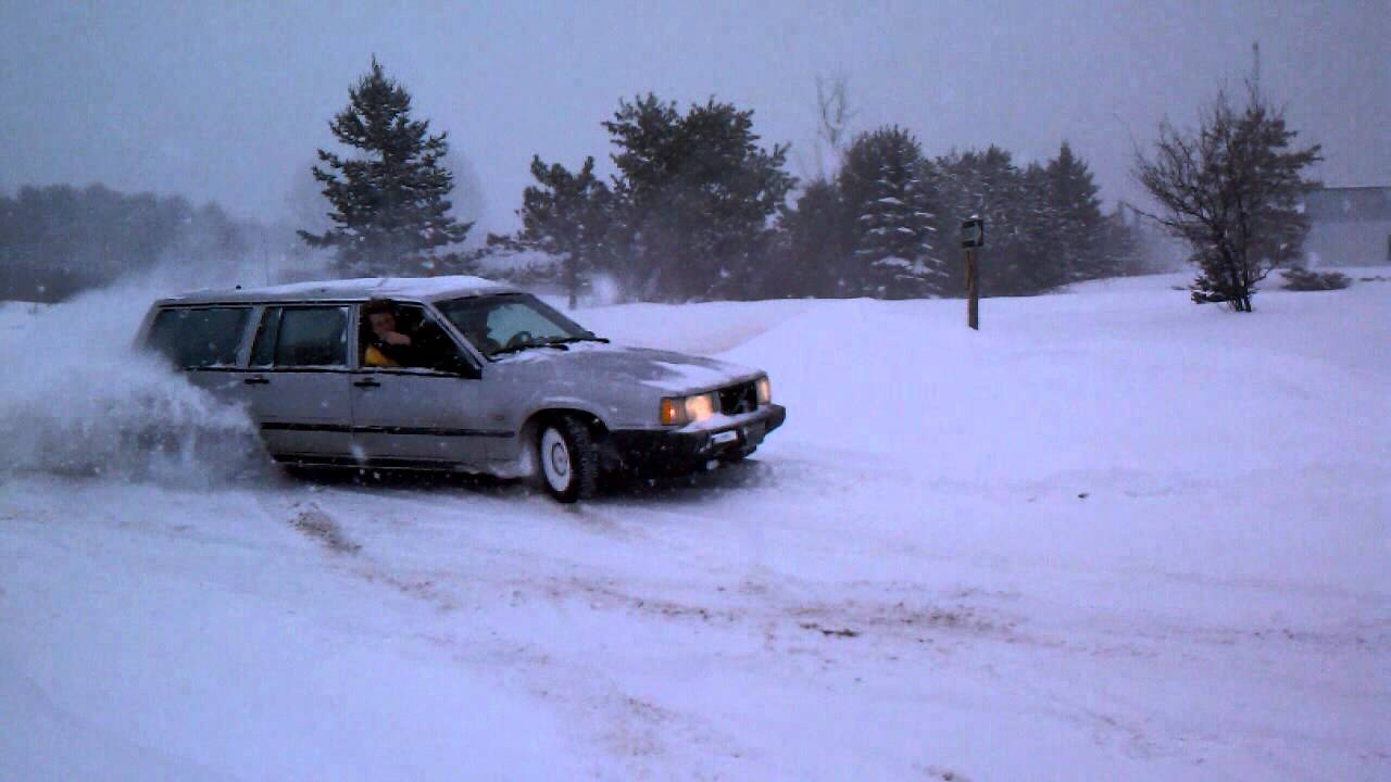 Snow drifting Volvo 740 turbo - YouTube