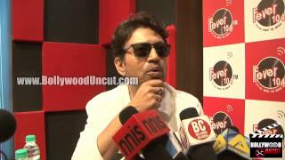 Irrfan Khan Promotes Piku On Fever 104 FM